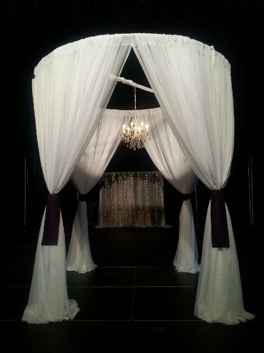 Round Chuppah with Swagging and sashes