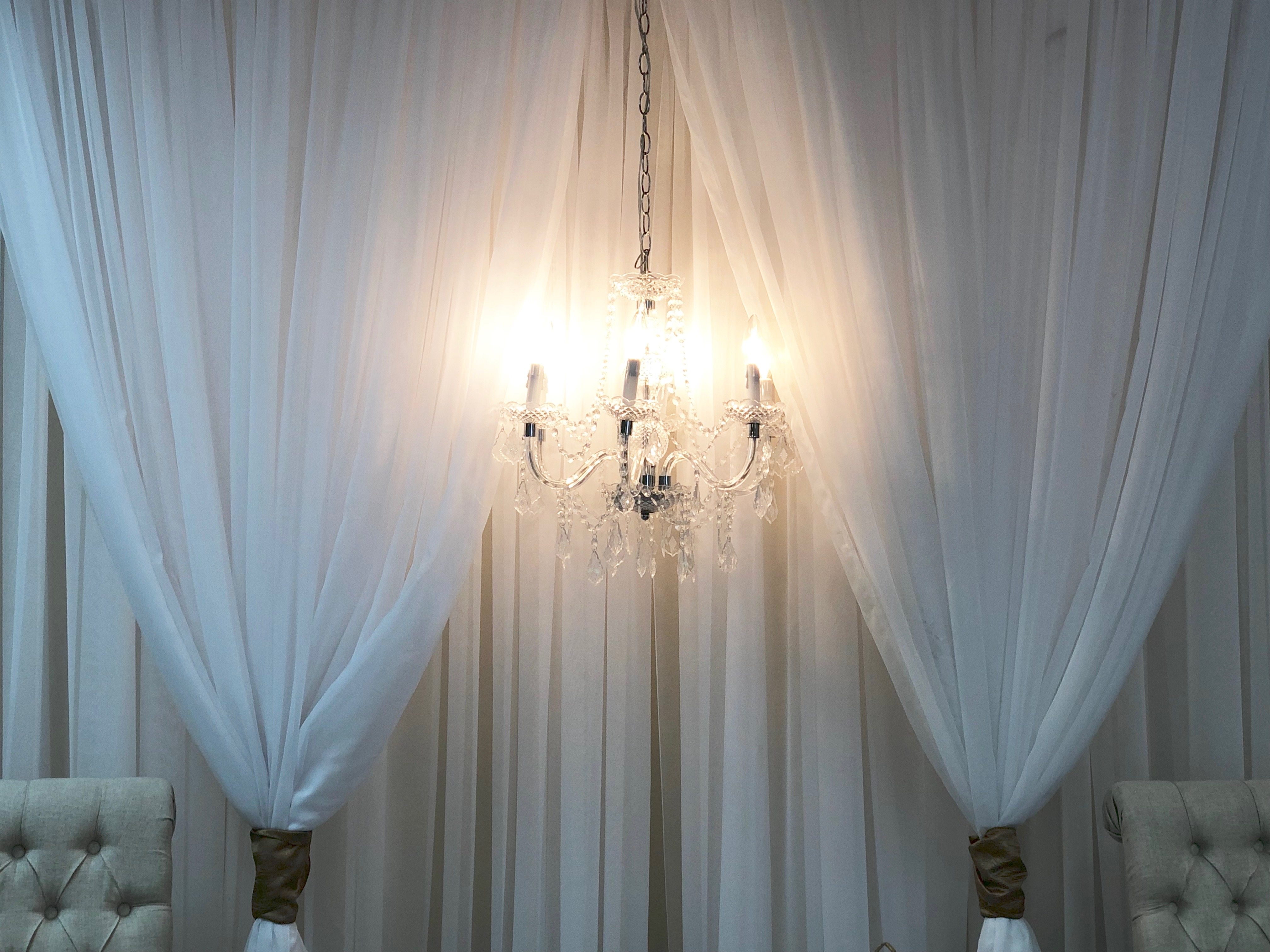 Chiffon With Chandelier Wall 8'x8'